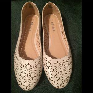 Shoes - White size 11W flats